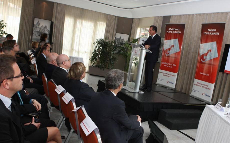 Le président Michel Dotta, devant un auditoire d'entrepreneurs économiques du pays.