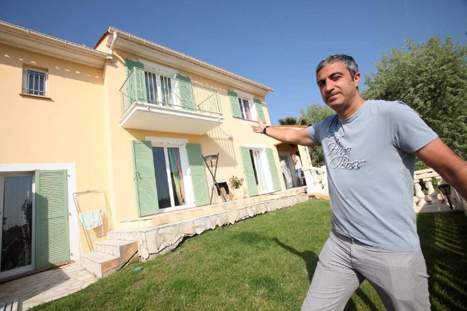 Deux ans que Didier Benchetrit se bat pour que les banques ne vendent pas sa maison afin de rembourser les dettes... de l'ancien propriétaire des lieux.