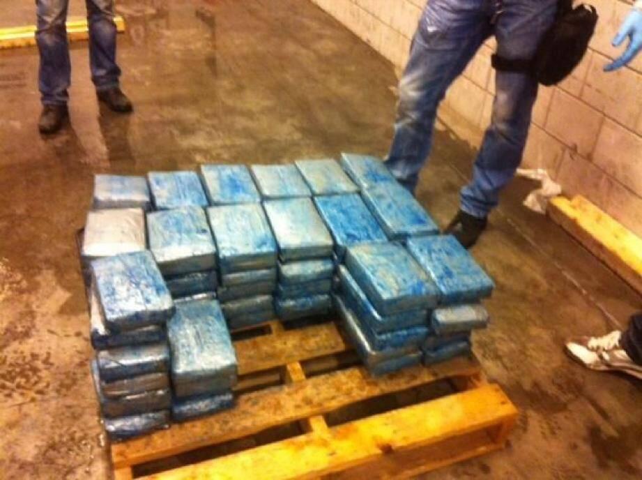 Les 101 kg de drogue, conditionnés dans des sachets plastiques, ont traversé l'Atlantique arrimés à la coque d'un cargo néerlandais.(DR