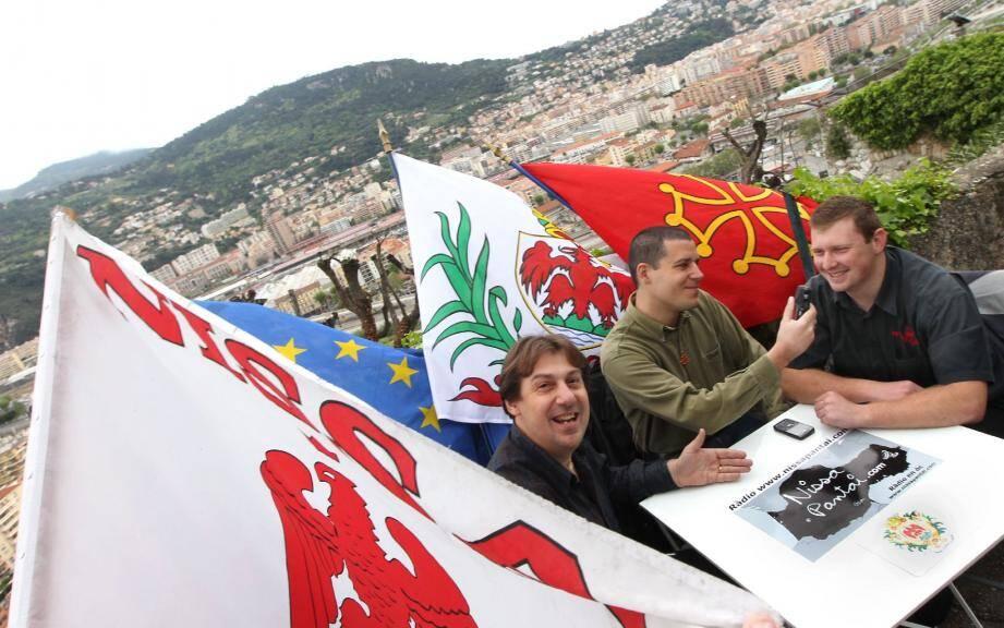Le débat électoral opposant Cristou Daurore à Jonathan Santilli était animé par Cyril Joanin, premier ministre de la Republica Federala Occitana, et responsable des élections.