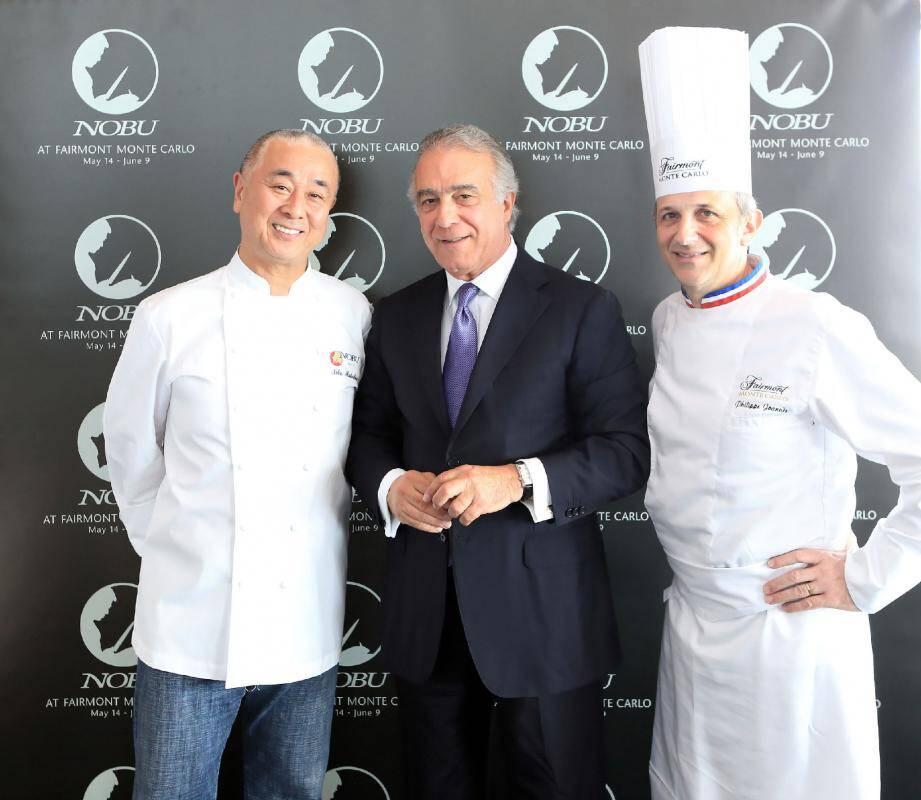 Le chef japonais Nobuyuki Matsuhisa, reçu à Monaco par Xavier Rugeroni, directeur général du Fairmont et le chef des cuisines, Philippe Joannès.