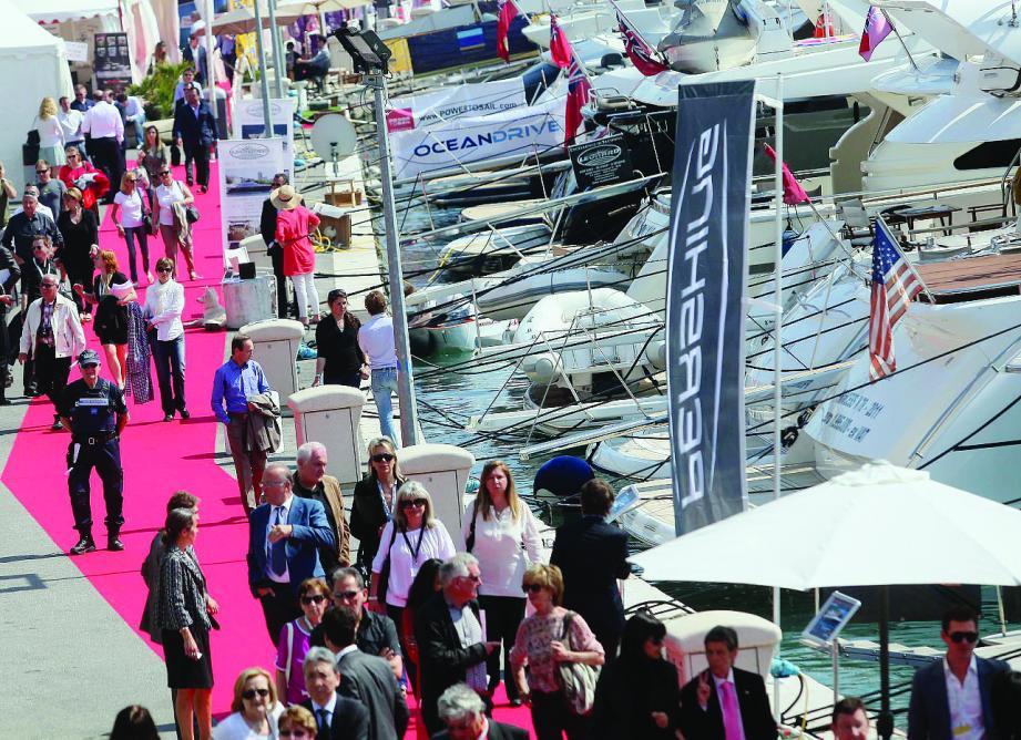 15 000 visiteurs sont espérés cette année au port Vauban au Salon qui s'étend à terre sur 15 000 m2. 160 yachts pourront être admirés. A ne pas rater, la vente aux enchères, samedi, de 15 à 19 h.
