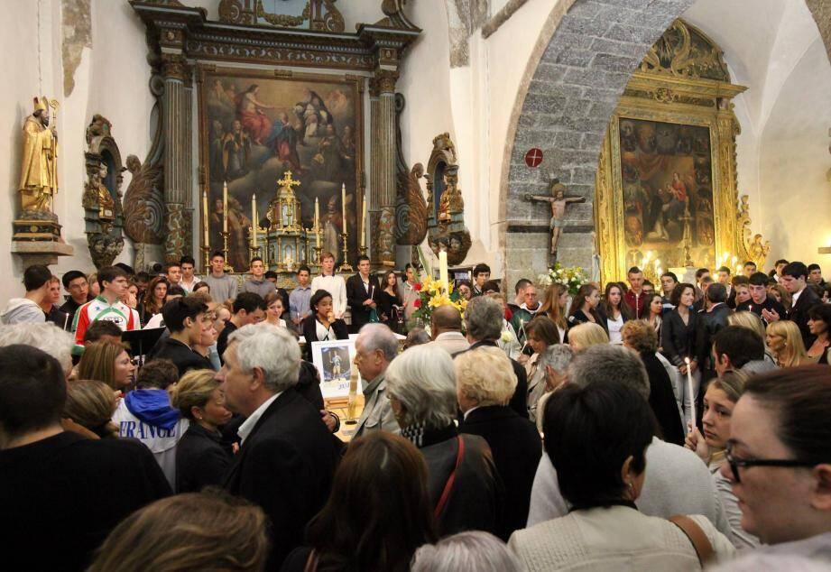 Plusieurs centaines de personnes se sont rassemblées ce jeudi matin en l'Église de Saint-Vallier-de-Thiey, pour assister aux obsèques de Julien Constantin.