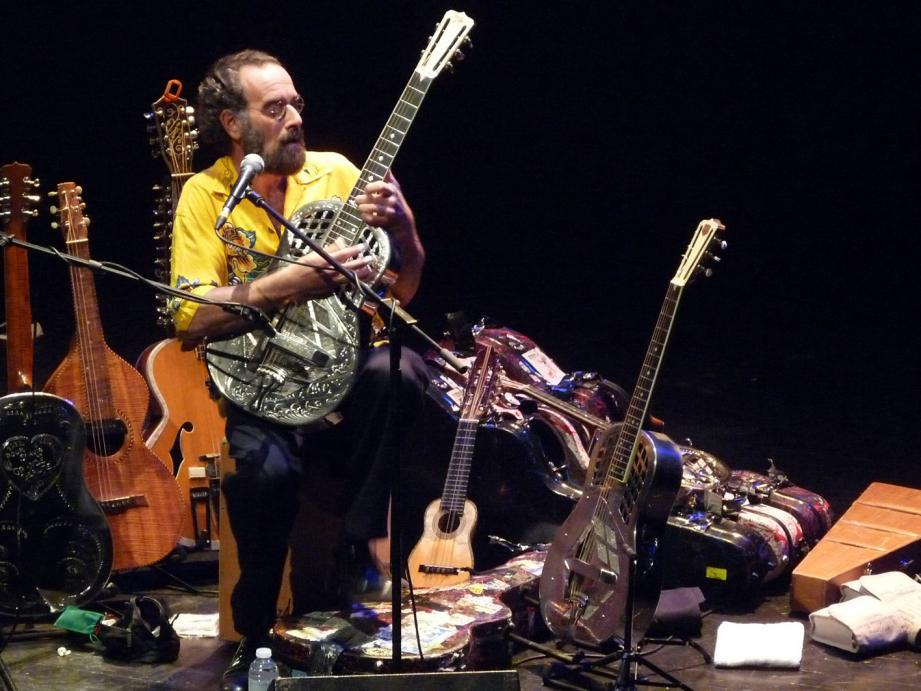 Le guitariste américain Bob Brozman a joué plusieurs fois au Festival de guitare de Nice.