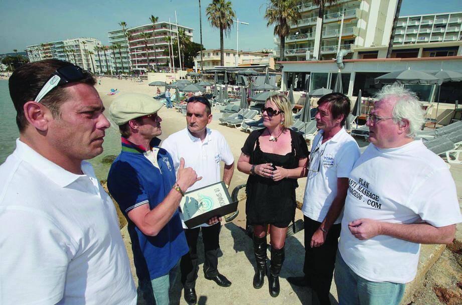 À la rencontre des professionnels, ici à la plage Spiaggia de Juan-les-Pins.