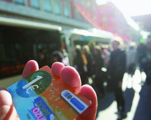 Un trajet en bus ou en tram coûtera 1,5 euro à partir du 3 mai si on achète un ticket à l'unité.