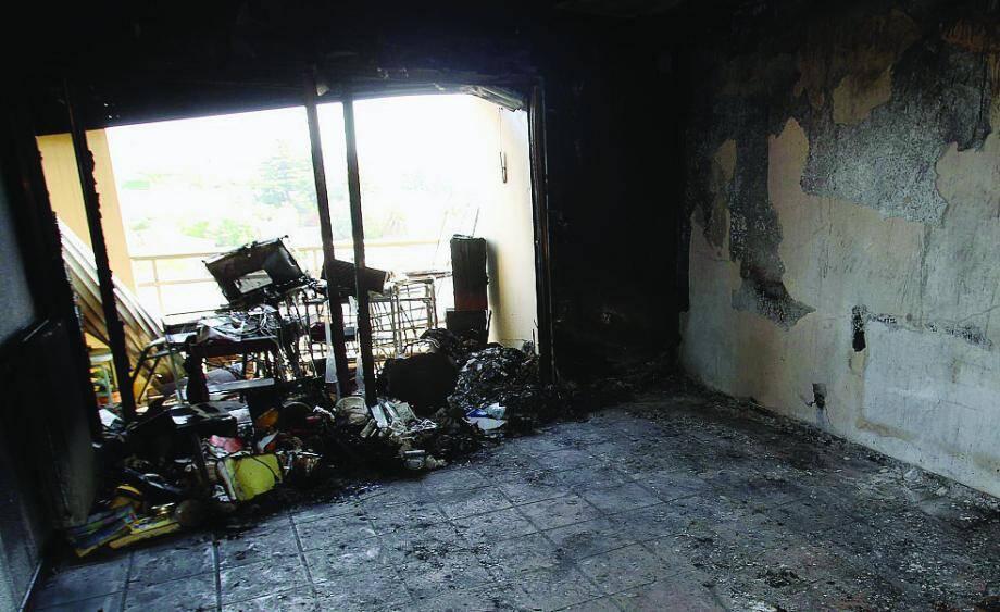 Le logement de 50 m2 a entièrement été ravagé par les flammes.
