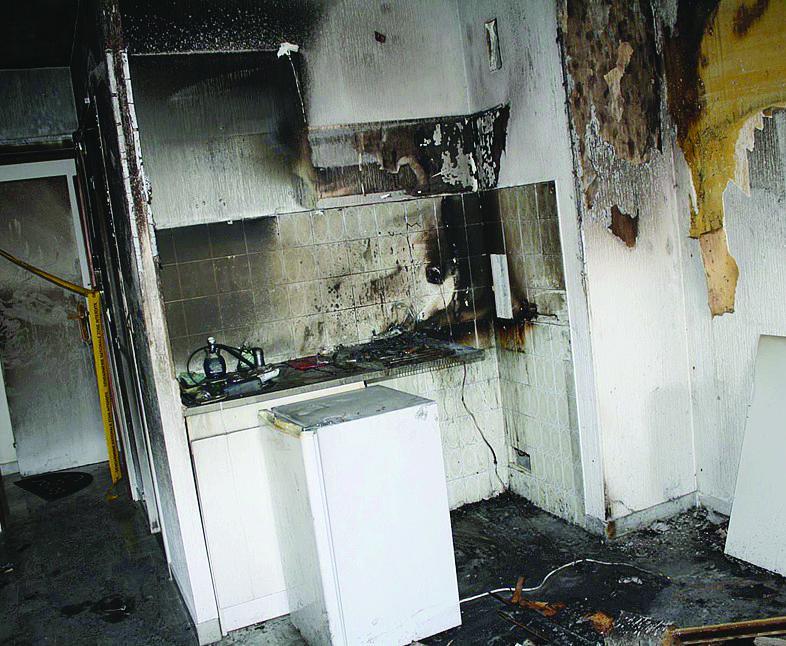 La cuisine, le salon, ainsi que l'intégralité du studio ont été entièrement ravagés par les flammes.