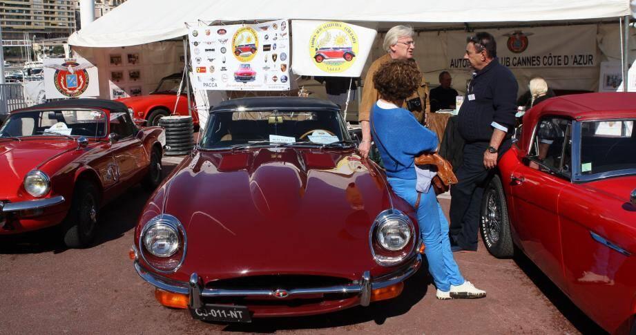 Automobiles de légendes et pièces introuvables exposées sur le quai Albert-Ier à Monaco