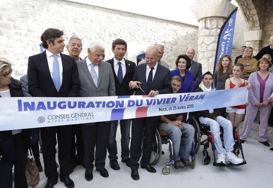 Eric Ciotti inaugure le Vivier Véran en présence de Frédéric Allo, président du Club nautique de Nice et de personnalités politiques et du sport régional.