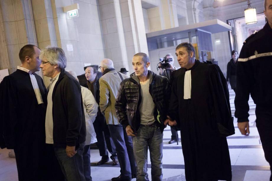 La relaxe a été requise contre Frédéric Paoli (au centre), en revanche le ministère public a demandé deux ans contre André Colonna d'Istria (à gauche).