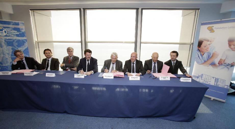 La signature du protocole d'accord, hier à Nice.