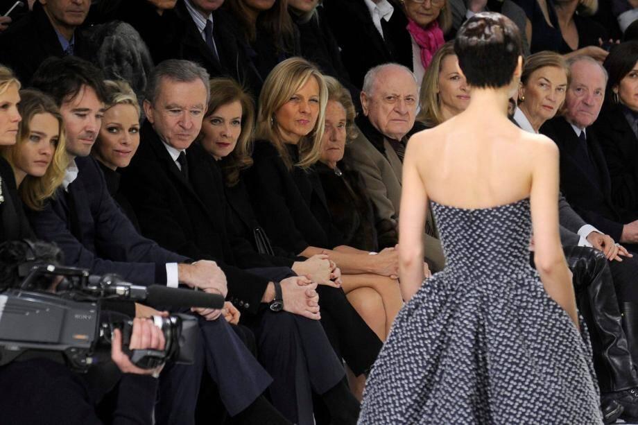 Le 21 janvier dernier, la princesse Charlène assistait au défilé Dior à l'occasion de la Fashion Week parisienne assise notamment aux côtés de Valerie Trierweiler et de Bernard Arnault, propriétaire du groupe LVMH.