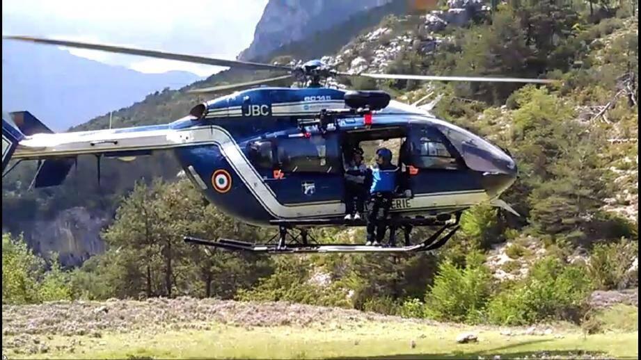Les secours ont évacué la dépouille à bord de l'hélicoptère de la gendarmerie de Digne. (DR)