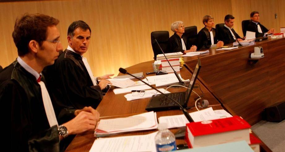 De la prison ferme a été requise à l'encontre des cinq prévenus. Ludovic Leclerc, vice-procureur (au premier plan) et Jacques Dallest, procureur de la République.