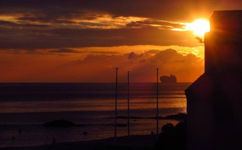 Le jour se lève sur Saint-Tropez - 21315338.jpg