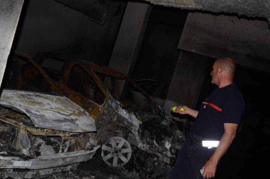 Un violent incendie s'est déclaré dans le parking souterrain de la résidence Victoria Park en centre-ville d'Hyères, dans la nuit de ce mardi à mercredi.