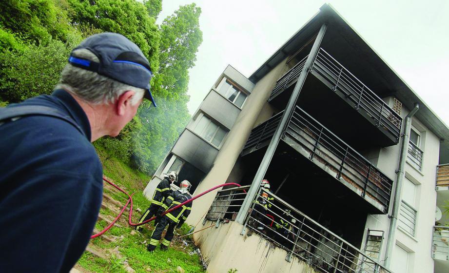 Les sapeurs-pompiers ont mis moins de deux heures pour venir à bout du feu et sécuriser les lieux.
