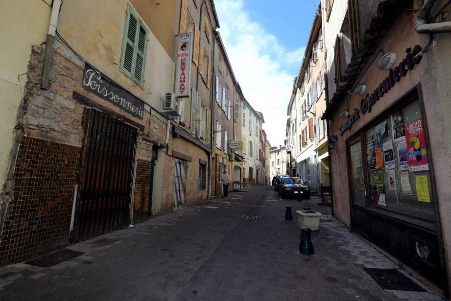 La municipalité a signé une concession d'aménagement sur sept ans pour une restructuration globale du centre-ville .