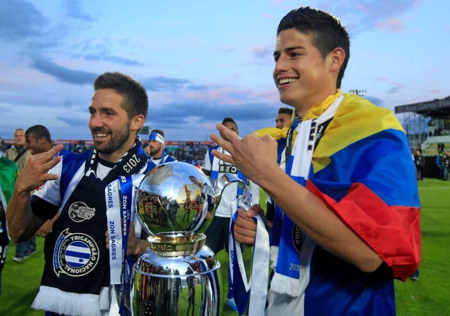 Les joueurs de Porto Joao Moutinho et James Rodriguez sont arrivés ce mercredi à Monaco.