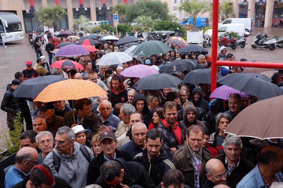 Les 9000 places mises en vente ce mardi matin à Toulon ont toutes trouvé preneurs auprès des abonnés.