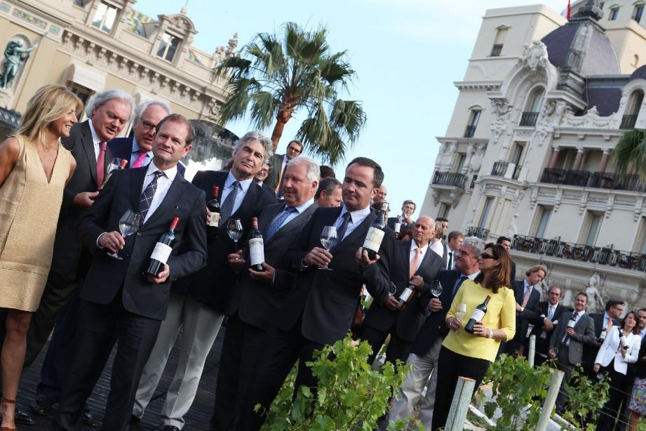 Pour lancer la grande opération « 150 ans, 150 grands crus », la Société des Bains de Mer a transformé la place du Casino en vignoble éphémère et a accueilli 50 des plus grands propriétaires de châteaux de Bordeaux. Saint-Émilion, Pauillac, Margaux, Sauternes…