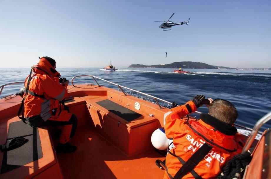 Lors d'un exercice au large de Toulon, avec notamment les sauveteurs en mer. En août 2012, le Crossmed a coordonné en moyenne vingt-cinq opérations par 24 h.