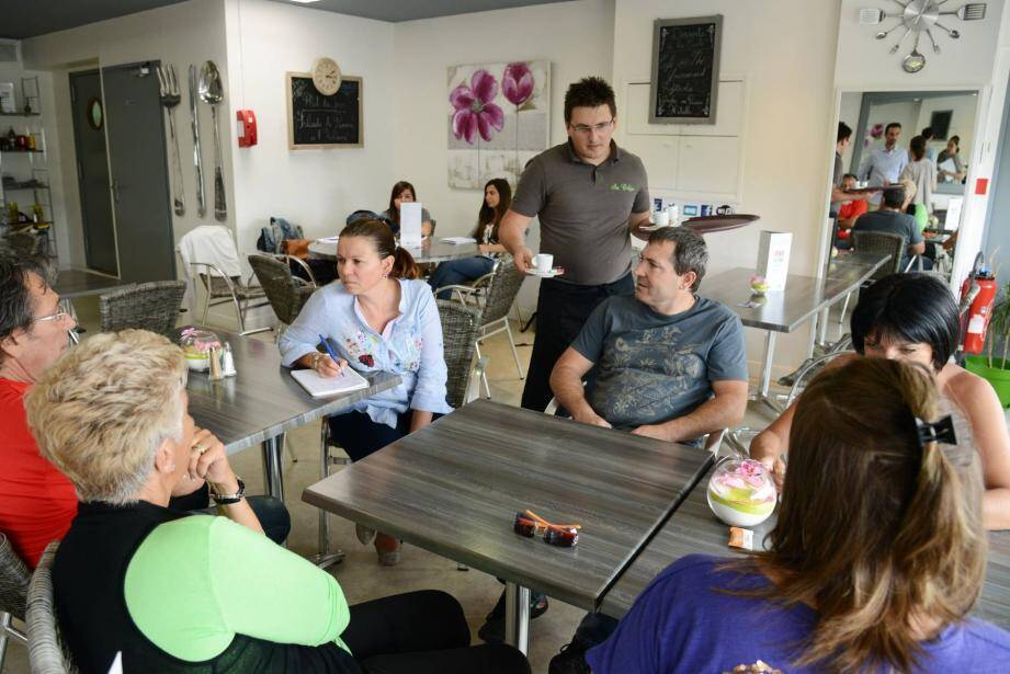Petit débriefing hier après-midi au So Crêpe, autour d'un café offert par Nice-Matin aux lecteurs. Comme ici avec l'équipe du restaurant, le Manhattan.