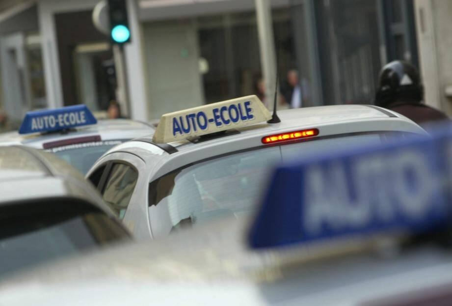 Auto écoles: opération escargot à travers le département
