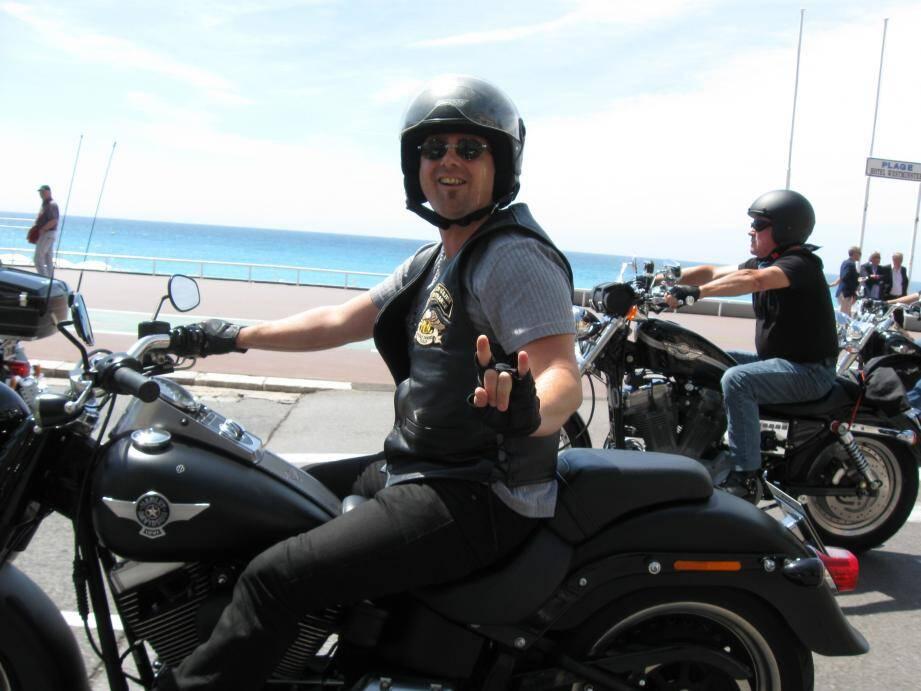 Les Harley Davidson ont défilé sur la Prom.