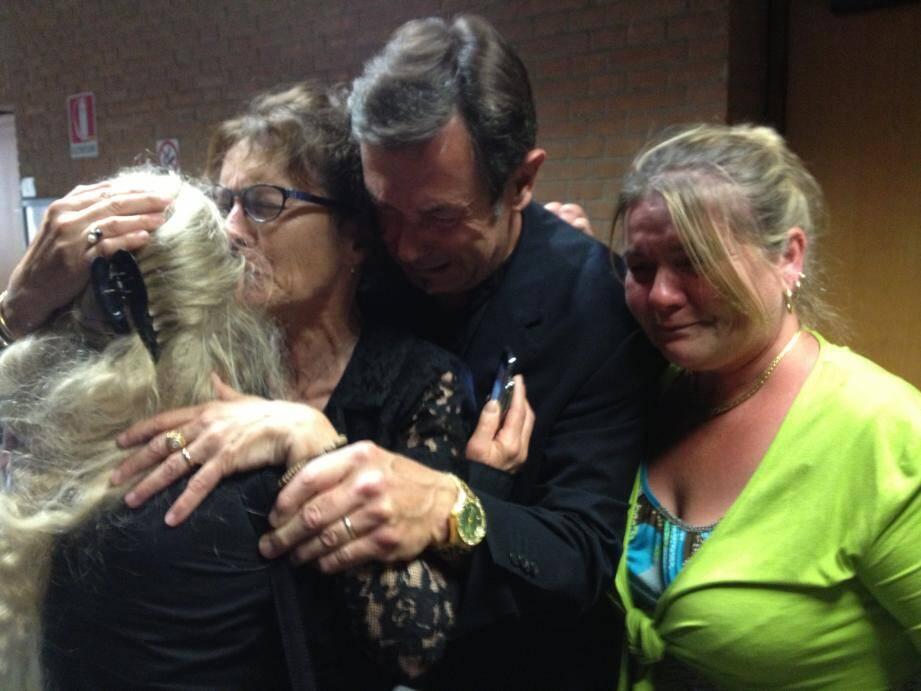Emotion des familles... Au terme d'un procès assez déroutant, les jurés ont confirmé le jugement de 2012, reconnaissant l'homicide volontaire sur les quatre Varois et condamnant Ilir Beti à 21 ans et 6 mois de prison.