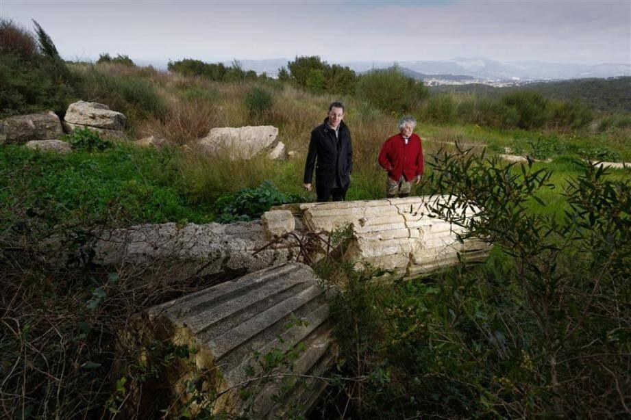Les restes d'une passerelle municipale, démolie dans le cadre d'un marché public, avaient été abandonnés sur un terrain privé du Cap Sicié.