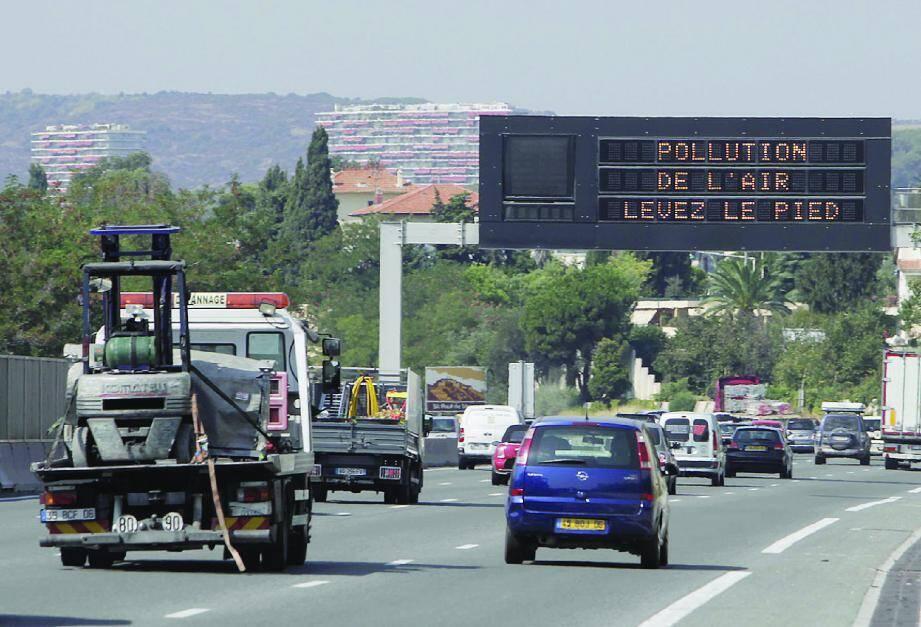 Sur l'autoroute, la vitesse est réduite à 80 km/h pour cause de pic d'ozone.
