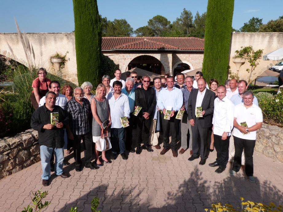 Les différents acteurs ayant participé à la création du guide se sont réunis au château de Berne à Lorgues.
