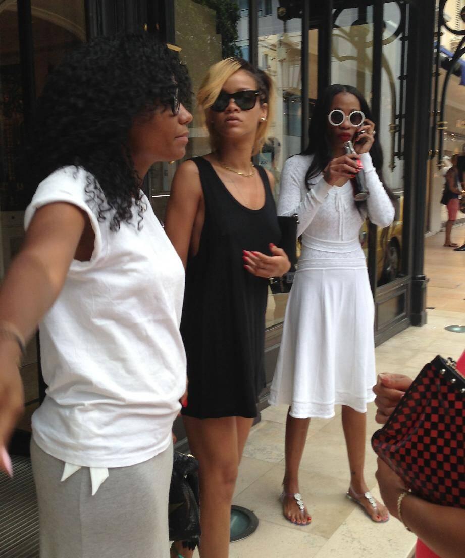 Rihanna joue les touristes à Monaco.
