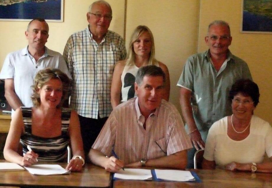 De gauche à droite : Maïlys Cantzler, François Gimmig, Édith Tesson. Au 2 e rang : Bernard Brunel, Dominique Blanckaert, Christelle Roux (Ccas) et Francis Cayol (DGS)