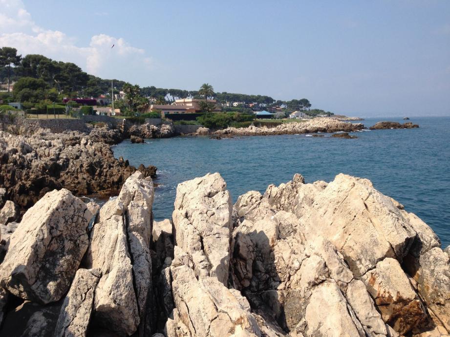 C'est aux pieds des rochers du Cap d'Antibes que le drame s'est joué.