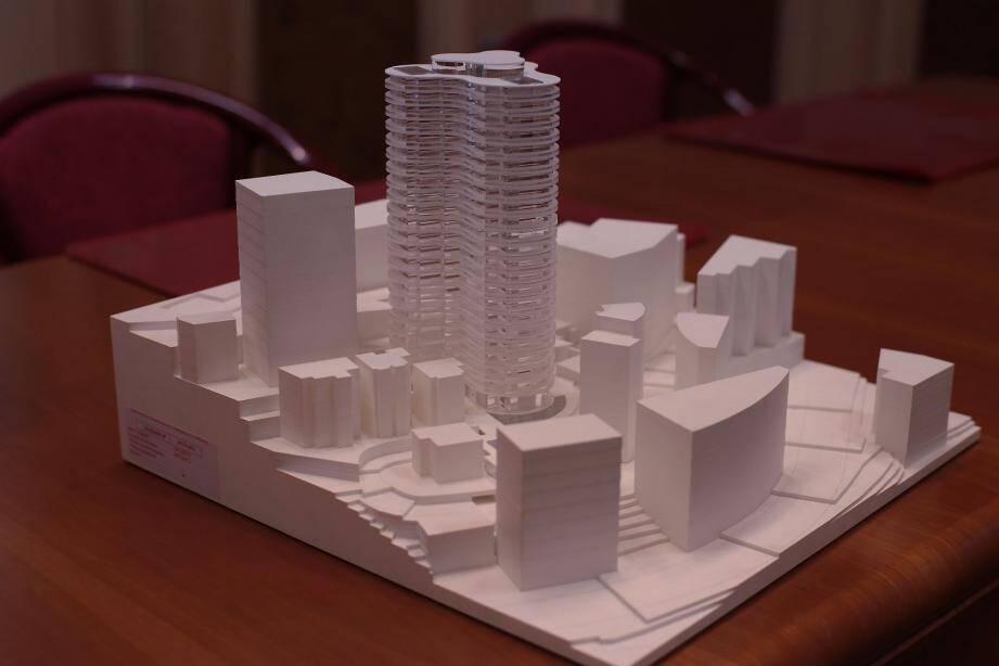 La maquette de la tour, dévoilée mardi soir au Conseil communal pour ce projet qui prendra son assise au 1bis de la rue des Giroflées.