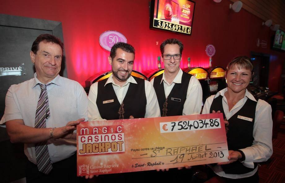 L'ensemble du personnel du Casino Barrière de Saint-Raphaël arborait un large sourire pour célébrer ce jackpot d'anthologie.