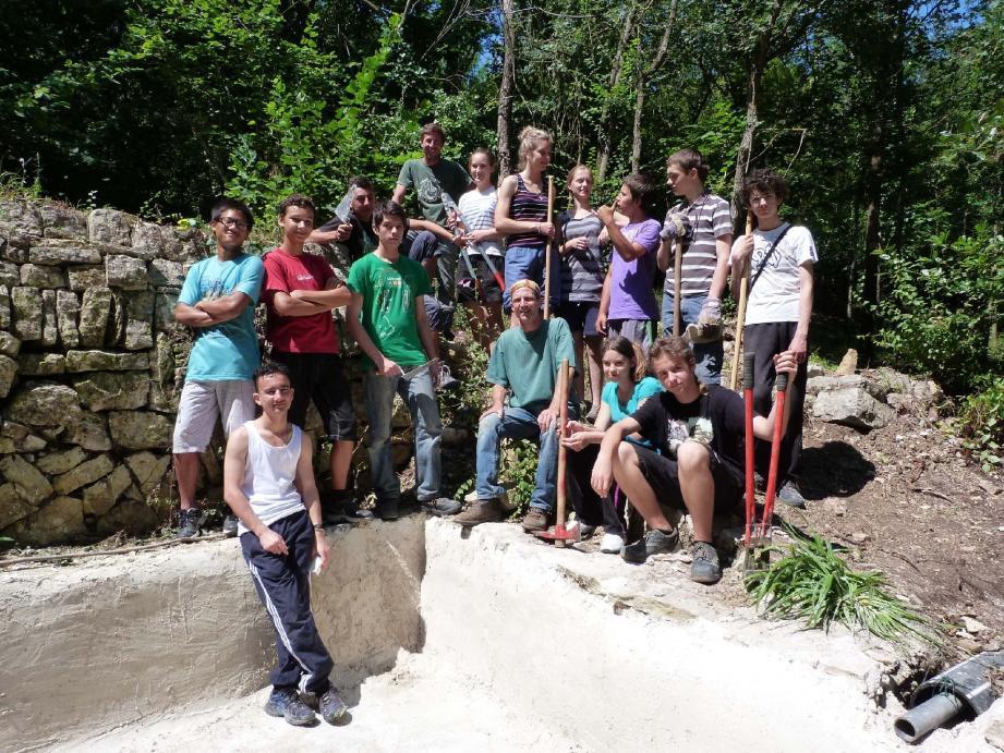 Le groupe du chantier jeunes a mené à bien les travaux d'irrigation.
