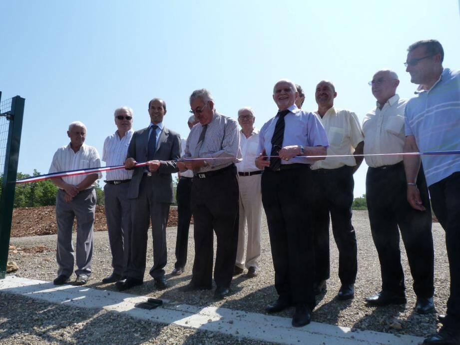 Francis Gillet, le maire, entouré du sous-préfet, Raymond Yeddou, et du président du conseil général, Horace Lanfranchi, a inauguré la station du Pardigaou, dont les travaux avaient débuté en novembre dernier.