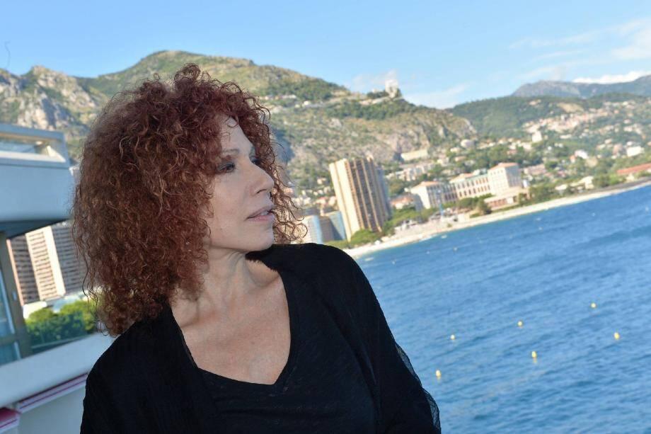 Julia Migenes en amoureuse de la Méditerranée.