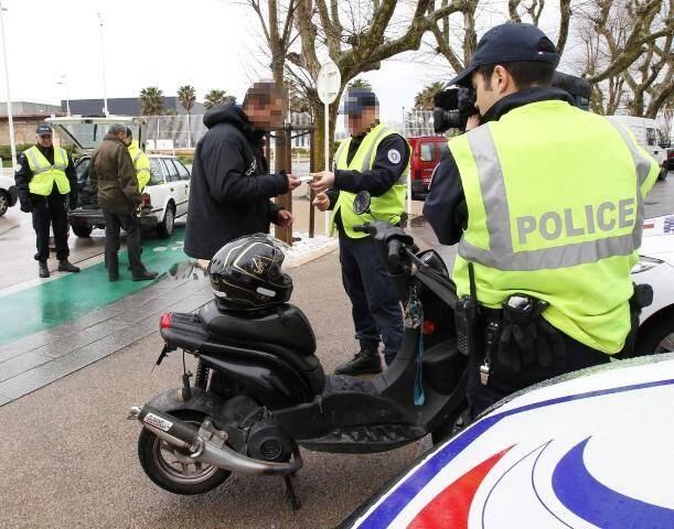 Le deux roues a délibérément foncé sur le policier, alors que celui-ci tentait de s'interposer.
