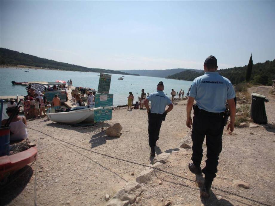 Créé il y a cinq ans aux abords du lac de Sainte-Croix, le détachement de surveillance et d'intervention veille sur les vacances des nombreux estivaliers.