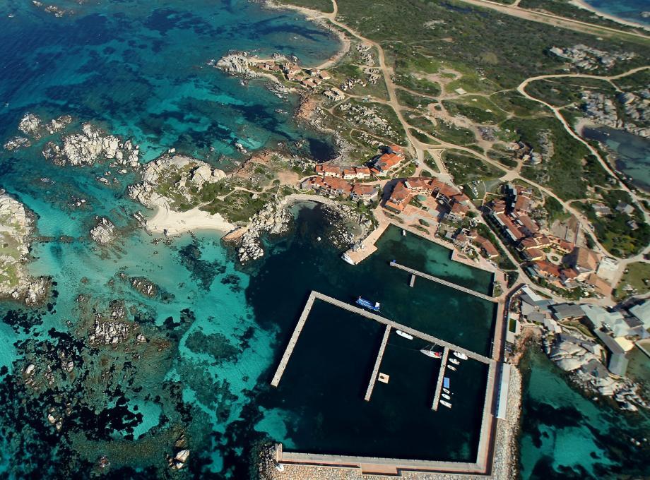 Le PLU de Bonifacio a été modifié afin de rendre accessible l'île de Cavallo et de préserver le site au coeur de la réserve des Bouches de Bonifacio