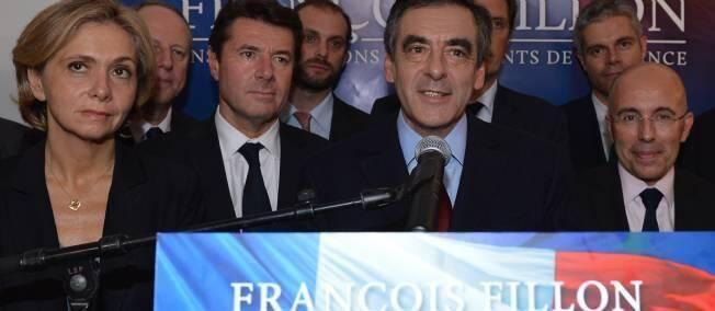 Christian Estrosi et Eric Ciotti encadrent François Fillon.
