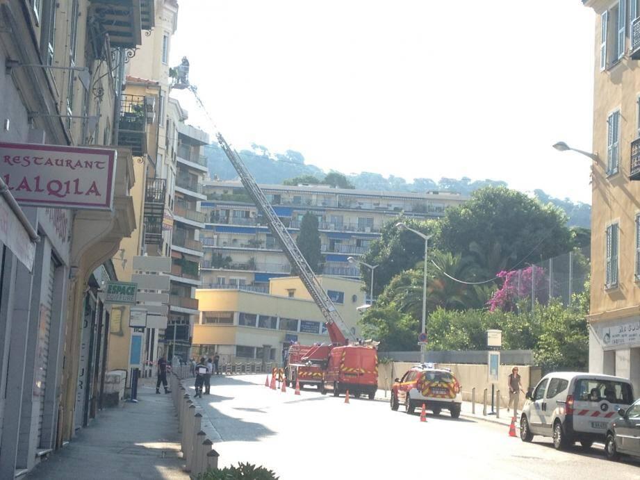 Intervention des sapeurs-pompiers sur une corniche à Nice