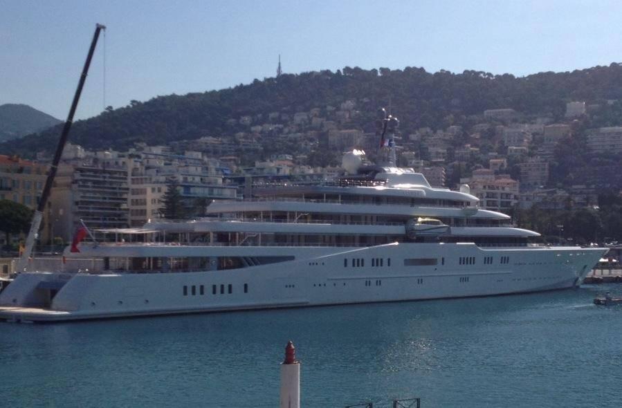 Le super yacht de Roman Abramovich ce vendredi dans le port de Nice