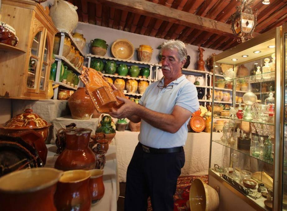 De très belles poteries de Provence sont proposées aux visiteurs du Salon des antiquaires de Fayence.