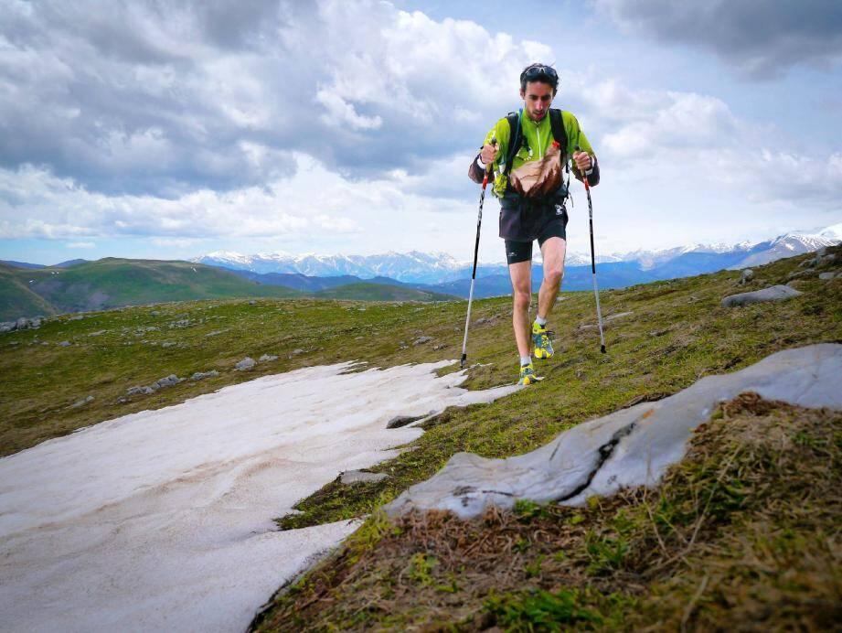 Avant de se lancer dans le défi de parcourir huit marathons trails en 31 jours en Chine, Pierre Crahes s'entraîne dans le Mercantour.(DR)